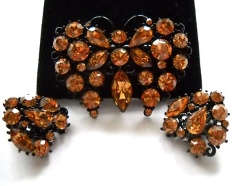 BUTTERFLY Brooch Pin & Earrings  signed LISNER  Vintage Amber Rhinestones in Japanned metal Circa 1960