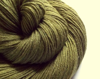 Sock Yarn, 4 ply Superwash -hand dyed, merino and bamboo wool- 500 meters, olive green colours