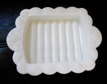 Vintage Rare Milk Glass Westmoreland Soap Dish Grape Pattern Trinket Holder