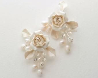 Earrings. Wedding jewelry. Pearl earrings. Fresh water Pearl/ Swarovski Crystal earring. Bridal accessories.