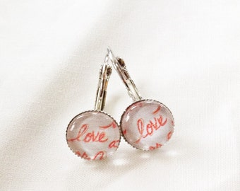 Earrings, cabochon 12 mm, sentimental, love message, look antique retro vintage, made in quebec, red and white, sleepers