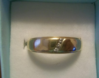 Men's 14k Gold Wedding Band W Diamonds.