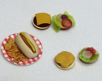 "Dollhouse Miniature 1"" Scale Hamburgers & Hotdog (RG)"