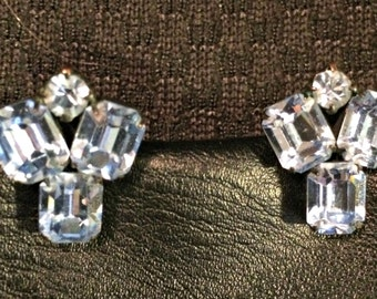 Vintage 1950s Weiss Icy blue rhinestone Clip on earrings