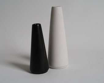 2 Jan Bontjes van Beek vases in a black and white glaze