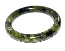 Pretty Green Stone or Glass Bangle. Vintage Bangle. Green Bangle. Bangle. Vintage Bracelet. Bracelet. Green Bracelet. Retro Bangle. Bangle