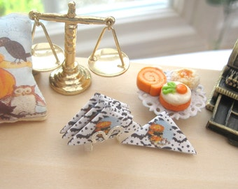 halloween dollhouse  napkins x 4 and silver plated holder 12th scale miniature
