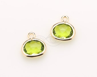 1070321 / Olivine / 16k Gold Plated Brass Framed Glass Pendant  8.3mm x 8.7mm / 0.3g / 2pcs