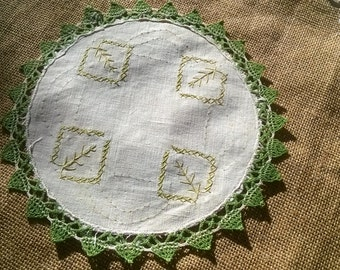 Victorian Green leaves Doily Beige Linen Green Lace Trim Handmade Round Shape Hand Embroidered Sewing Assemblage #sophieladydeparis