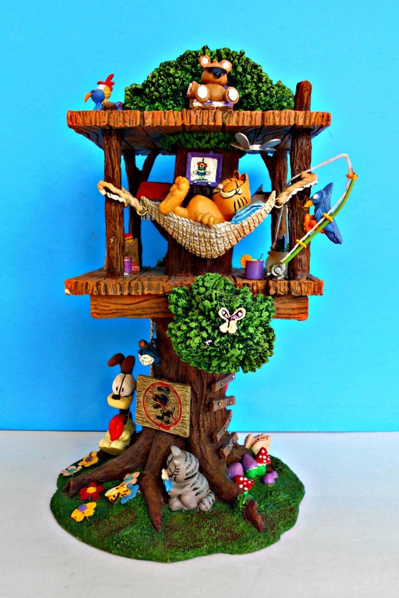 Garfields retreat colorful tree house garfield odie and for Colorful tree house