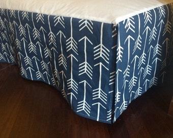 "14"" Any Fabric Straight Crib Skirt. White Arrows on twill navy"
