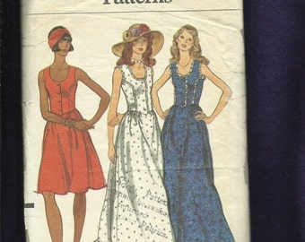 ON SALE Vintage 1970's Vogue 8837 Prairie Sun Dresses with Fitted Bodice and Ruffled Tier Size 6