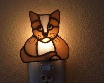 Stained Glass *Cat Nightlight,Brown White Cat Accent Light,Cat Lovers Gift,Housewarming Gift,Handmade ,Pet Lovers Gift,Kitty Cat Nightlight