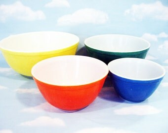Set of Pyrex mixing or baking bowls,  4 Colors, yellow, green, orange/red, blue, Vintage Pyrex, retro kitchen, colored Pyrex