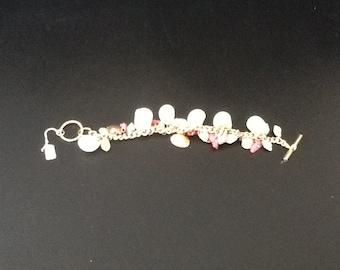 Beautiful vintage sea shell charm bracelet with toggle clasp