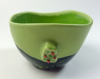 Wasabi Green Satiny Holly Teabowl