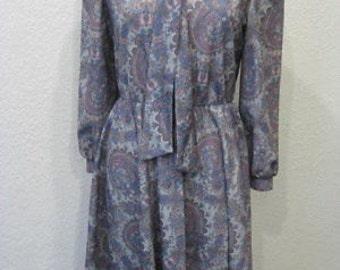 Vintage 1970s Lynn Davis Lilac Paisley Bow-Tie Polyester Shirt Dress