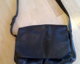 Messenger Bag Large Black Cowhide