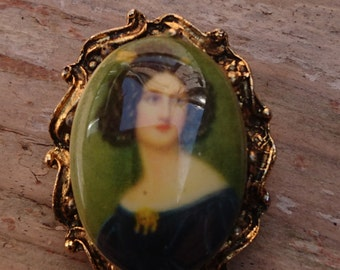 small vintage portrait brooch