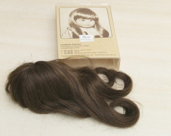 DIY puppet workshop puppet clinic: Brown long-hair wig. Circumference about 22 - 25 cm. Unused in (opened) original packaging. VINTAGE