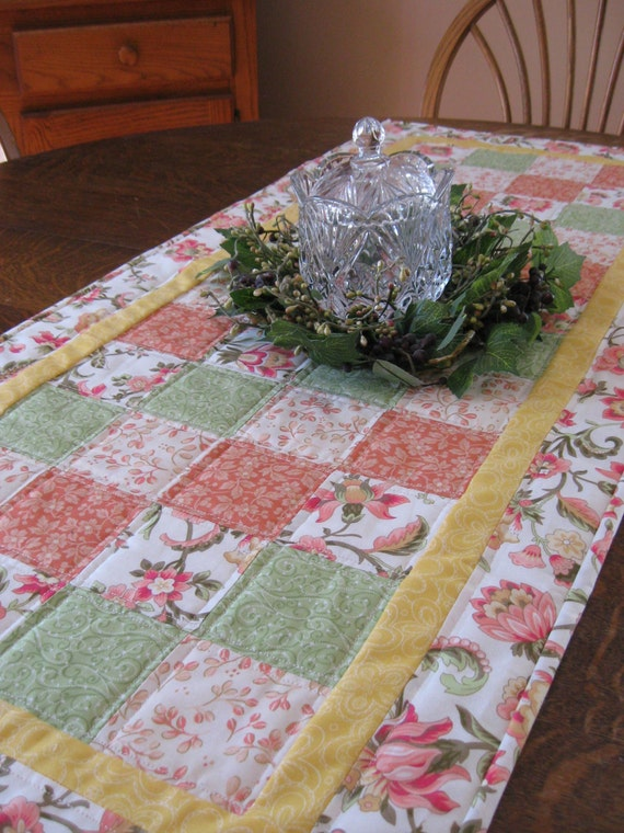 Quilted table runner, table runner, quilted Spring table runner, Spring table runner, quilted floral runner, floral table runner