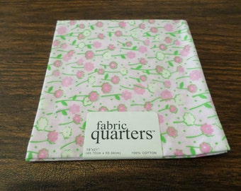 "Floral print fabric quarter, 100% cotton, 18"" x 21"", for sewing and quilting projects, needle crafts"