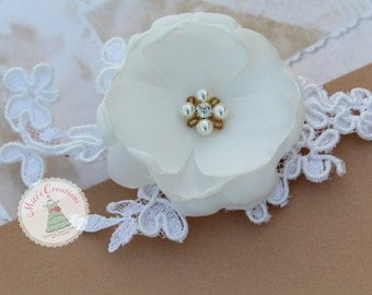 White lace Hairclip/Bridesmaids/Bride/ Flowergirl/Special Event