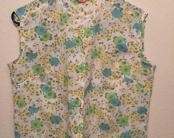 Vintage Floral Blouse Size Medium!