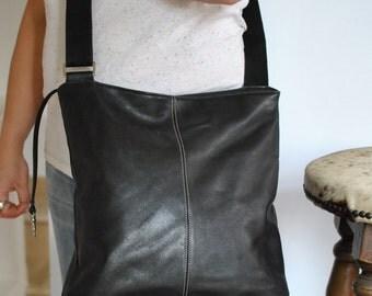 Vintage BREE MESSENGER leather bag.....(165)