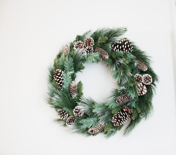 Vintage christmas wreath of pine branches and pine cones for Large christmas pine cones