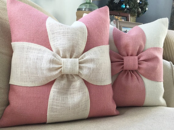 Burlap bow pillow cover in blush pink and off white burlap - Cojines decorativos para sofas ...