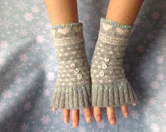 Pretty fingerless handwarmers, gloves/mittens