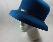 Vintage cloche hat teal felt hat vintage style wedding races flapper jazz age roaring twenties Great Gatsby style 1920's