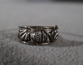 Vintage Art Deco Jewelry Sterling Silver Ring Wire Band Three Seashell Open Design Size 11     KW42