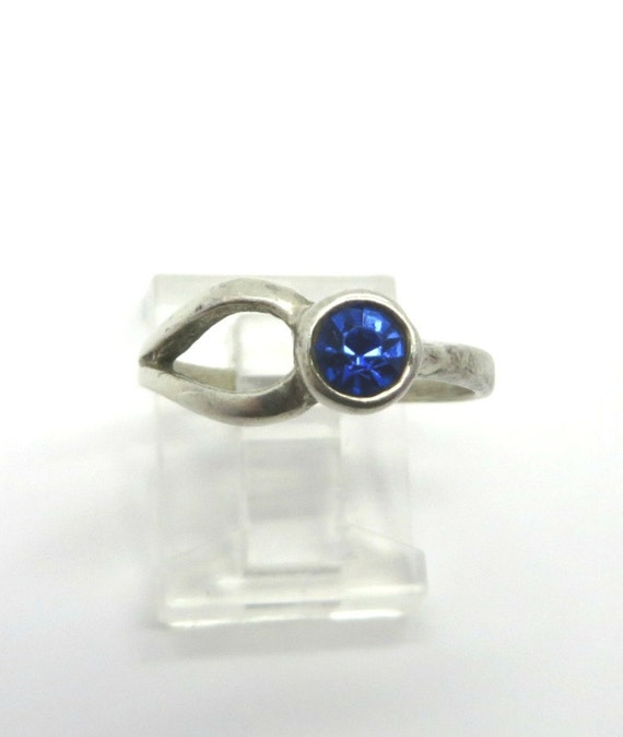 royal blue sapphire ring vintage antique by leesvintagejewels