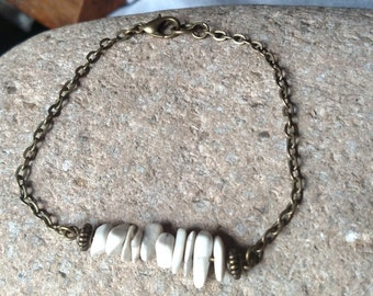 White turquoise chip focal chain braclet