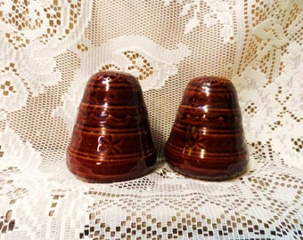 MARCREST Daisy & Dot Beehive SaLT and PePPER Set-USA  Art Pottery-Brown Stoneware-Table Meal-Vintage Dinnerware-Orphaned Treasure-101716G