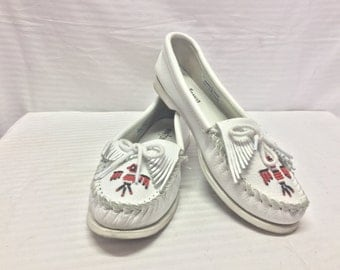 Minnetonka, 9, Moccasin, Slip on Shoes, White, Leather, Beaded, Thunderbird