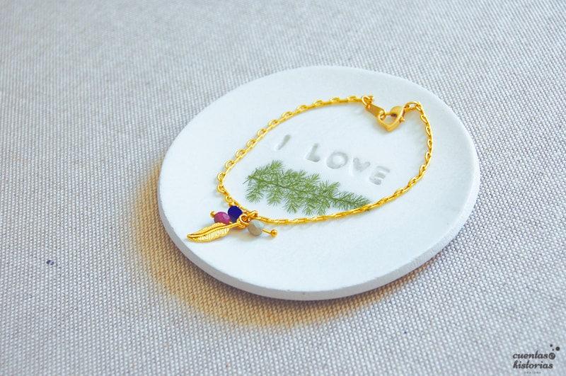 Plato de pasta modelar, porta anillos y pequeñas joyas.