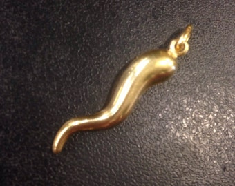 18ct gold horn of life pendant