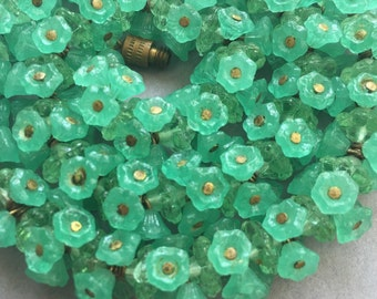 1930's Green Glass Flower Beads Necklace