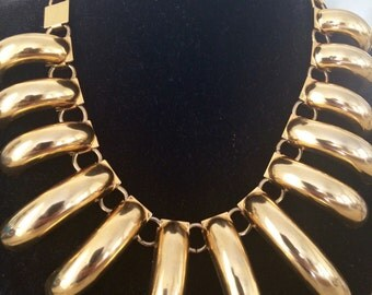 Fabulous Vintage Runway Large and Showy Necklace. 17.5 Inches Long.