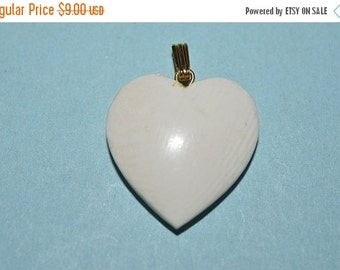 LIMITED TIME SALE Vintage 25 mm Luana Heart Pendant Lot of 3 (1060354)