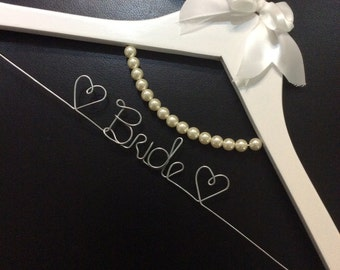 Pearl necklace hanger
