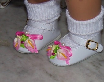 Adorable Shoes for American Girl Doll.  Mary Janes. Patent with velcro buckle.  Winnie's Wardrobe.