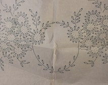 Daisy Garland - Vintage Iron-on Embroidery Transfer - No 920