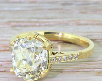 Art Deco 3.66 Carat Fancy Light Yellow Diamond Engagement Ring, circa 1920