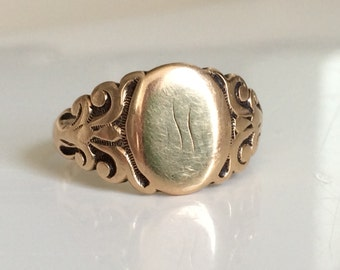 Antique VictorianSignet Ring in 10k Yellow Gold