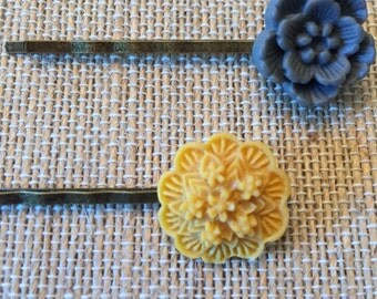 Mustard and gray hairpin set