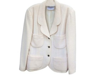Beautiful CHANEL cream jacket blazer!